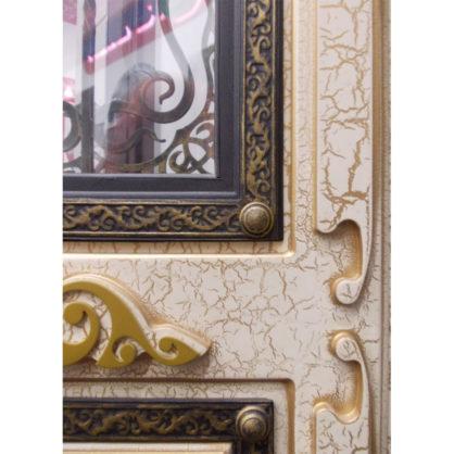 Декор внутренней стороны на панели Монарх